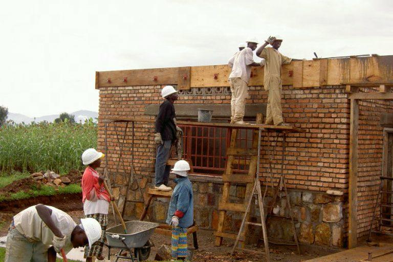 2011-12 Der Beginn 1 Gebäude_Wirtschaftshaus mit Küche