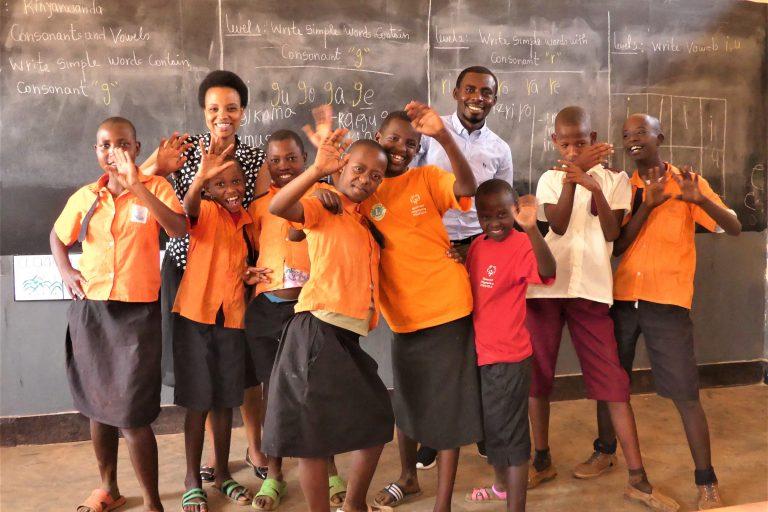 Kinder u. Lehrer (2)